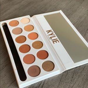 """Kylie Cosmetics """"Bronze Extended"""" Palette"""